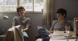 Os atores Fabio Audi e Ghilherme Lobo em cena do filme